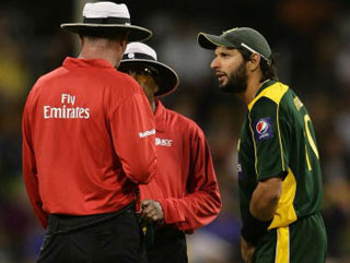 Not the finest moment of Shahid Afridi's career as he's reprimanaded for biting the ball mid-match during Pakistan's recent tour of Australia
