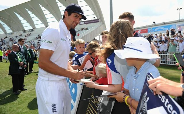 Cook celebrates England's win at Trent Bridge