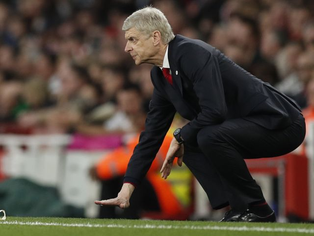 Arsene accurately measures the average height of his forward line