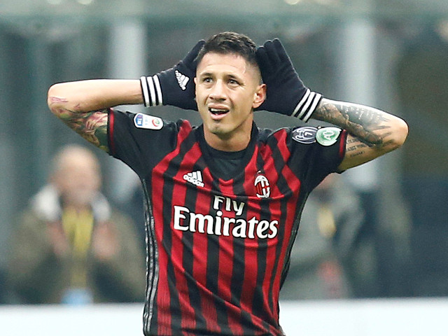 With Carlos Bacca suspended, Milan look to Gianluca Lapadula to score against Genoa.