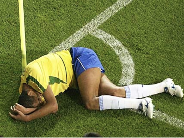 Brazilian legend Rivaldo is experiencing no pain whatsoever in this picture.
