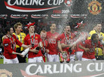 Manchester United's players celebrate after winning the 2009 Carling Cup final