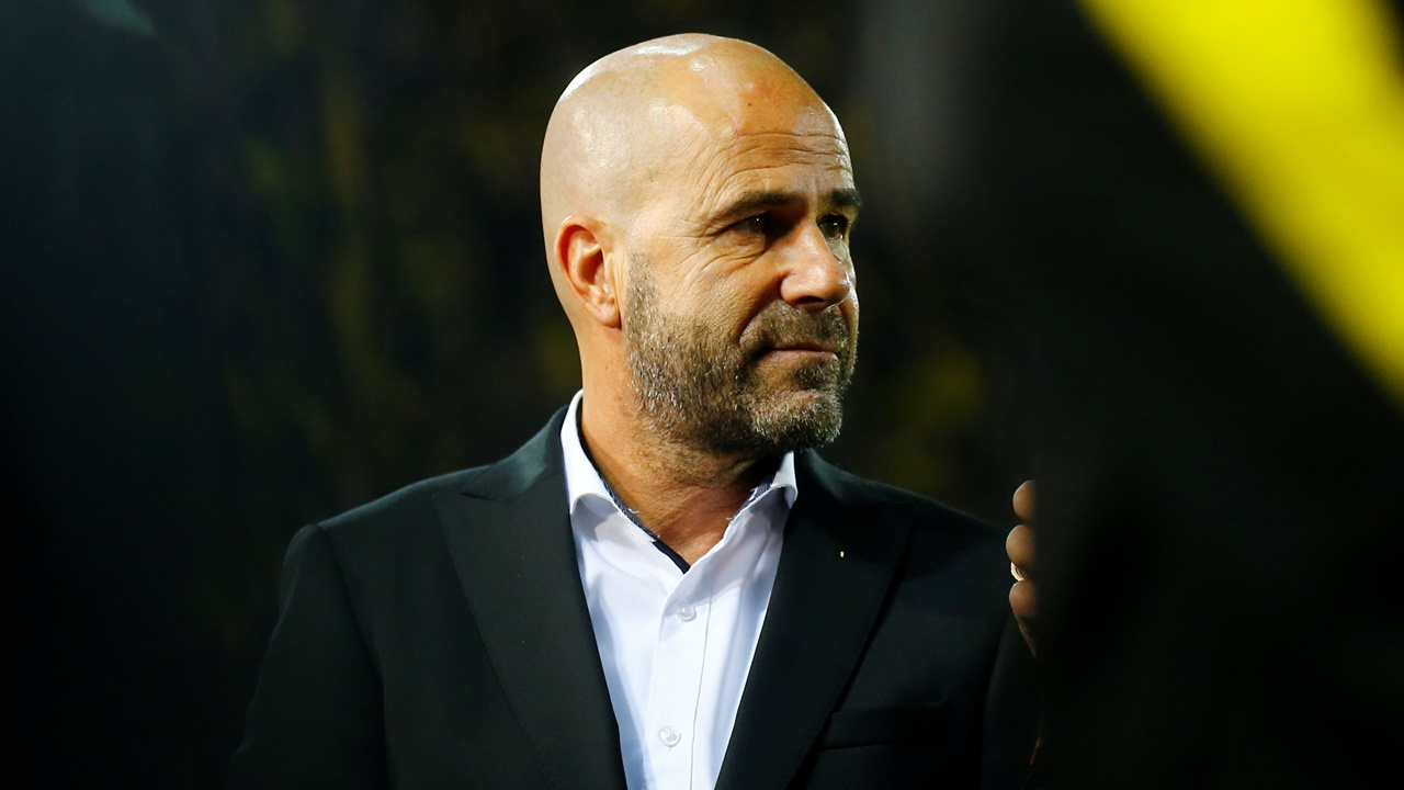 Peter Bosz is under huge pressure at Borussia Dortmund