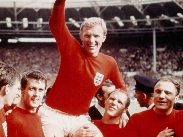 England players celebrate after beating West Germany 4-2 in the World Cup Final