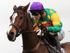 Kauto Star, Sam Thomas up, on his way to his second Betfair Chase victory in 2007