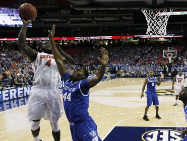 Patric Young of the Florida Gators shoots the ball against Kentucky